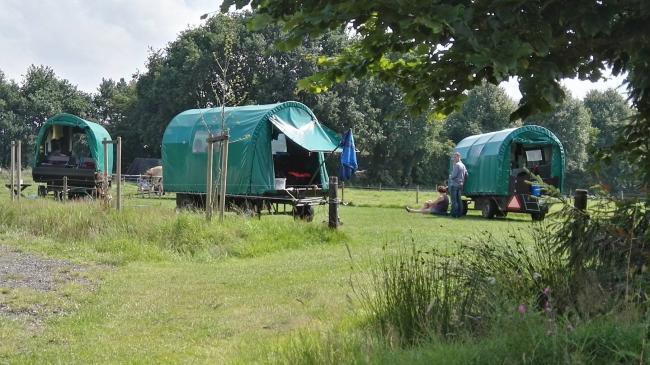 Met de huifkar op de camping